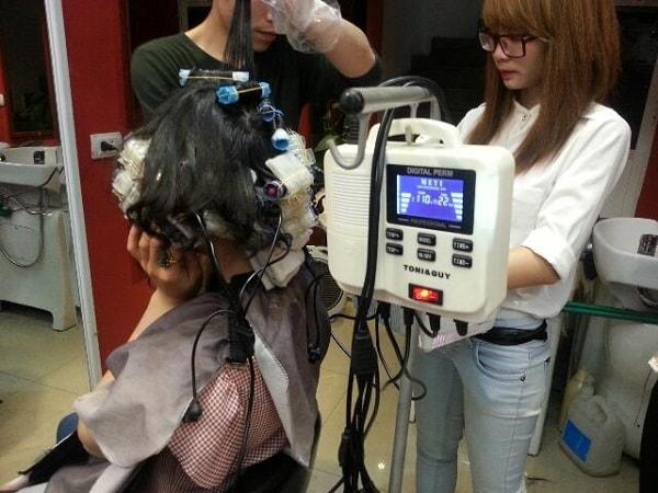 Uốn nóng – kỹ thuật uốn tóc thời đại mới giúp tóc xoăn mềm mại